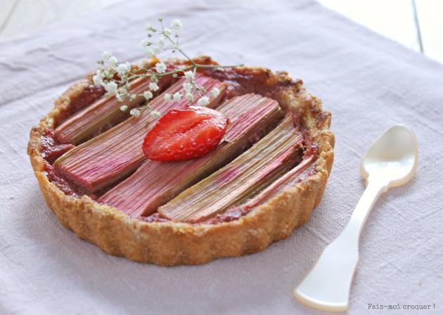 Tarte à la rhubarbe, fraise et fleur d'oranger
