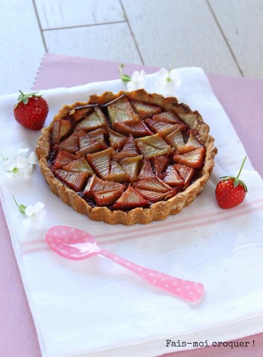 Tarte à la rhubarbe, fraise et fleur d'oranger sans lactose