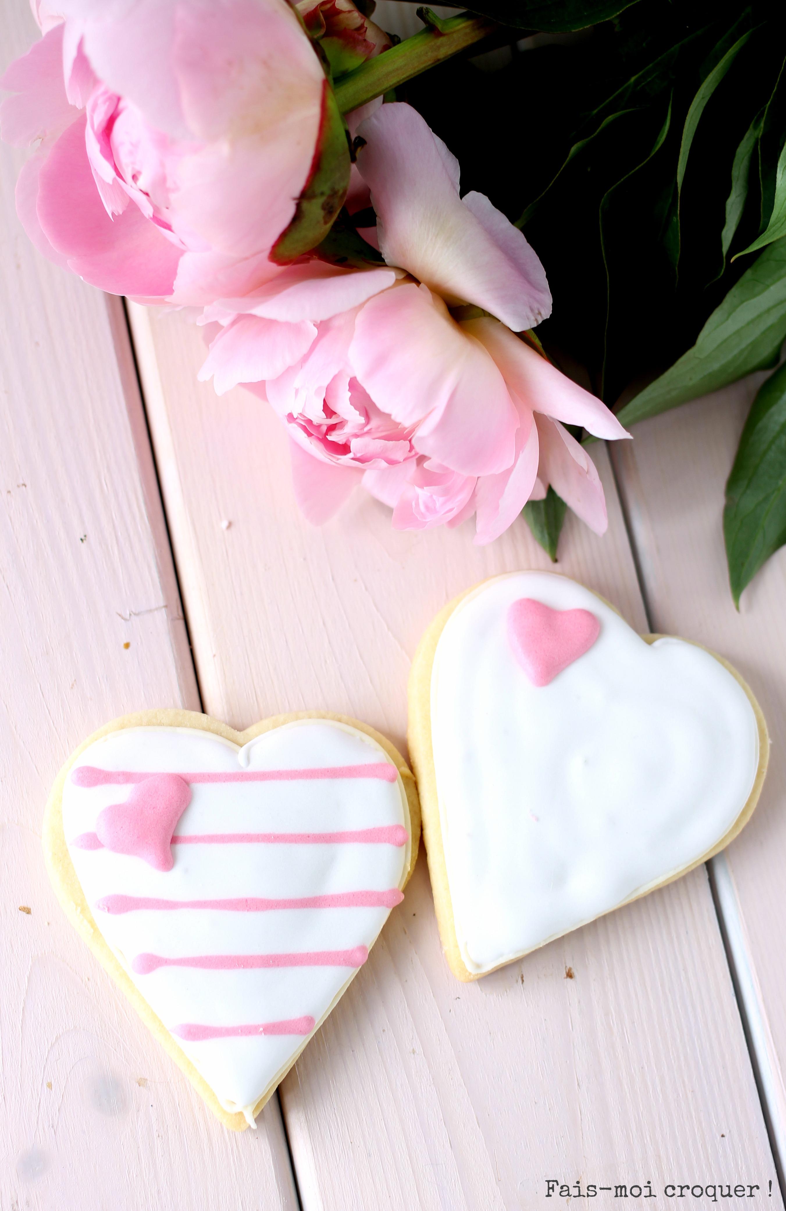 Biscuits décorés de glace royale pour la fête des mères