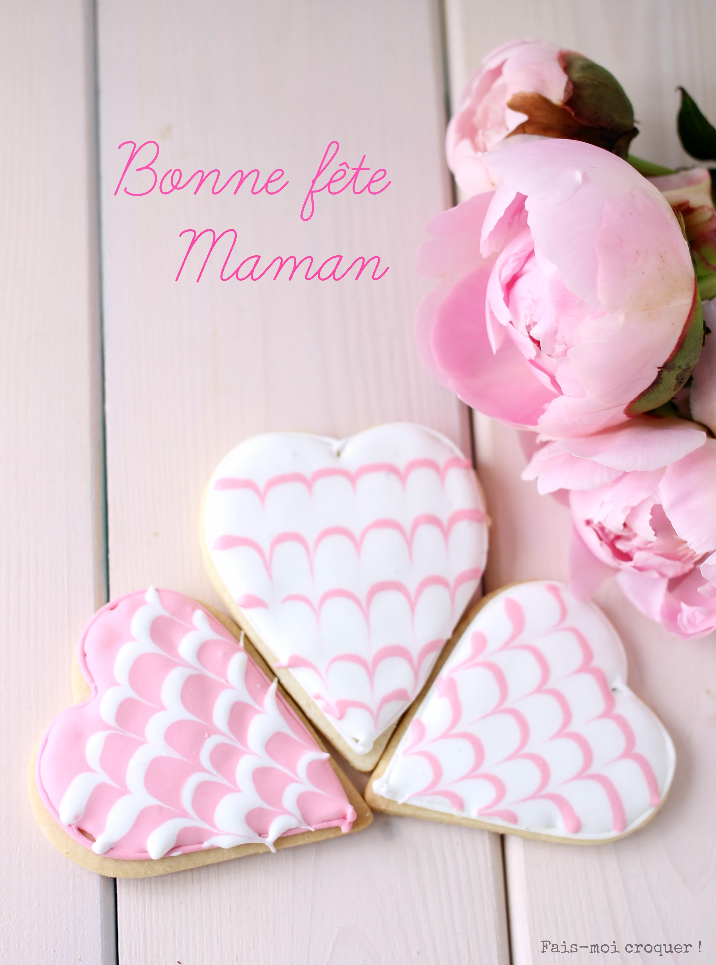 Biscuit décoré en forme de coeur pour la fête des mères