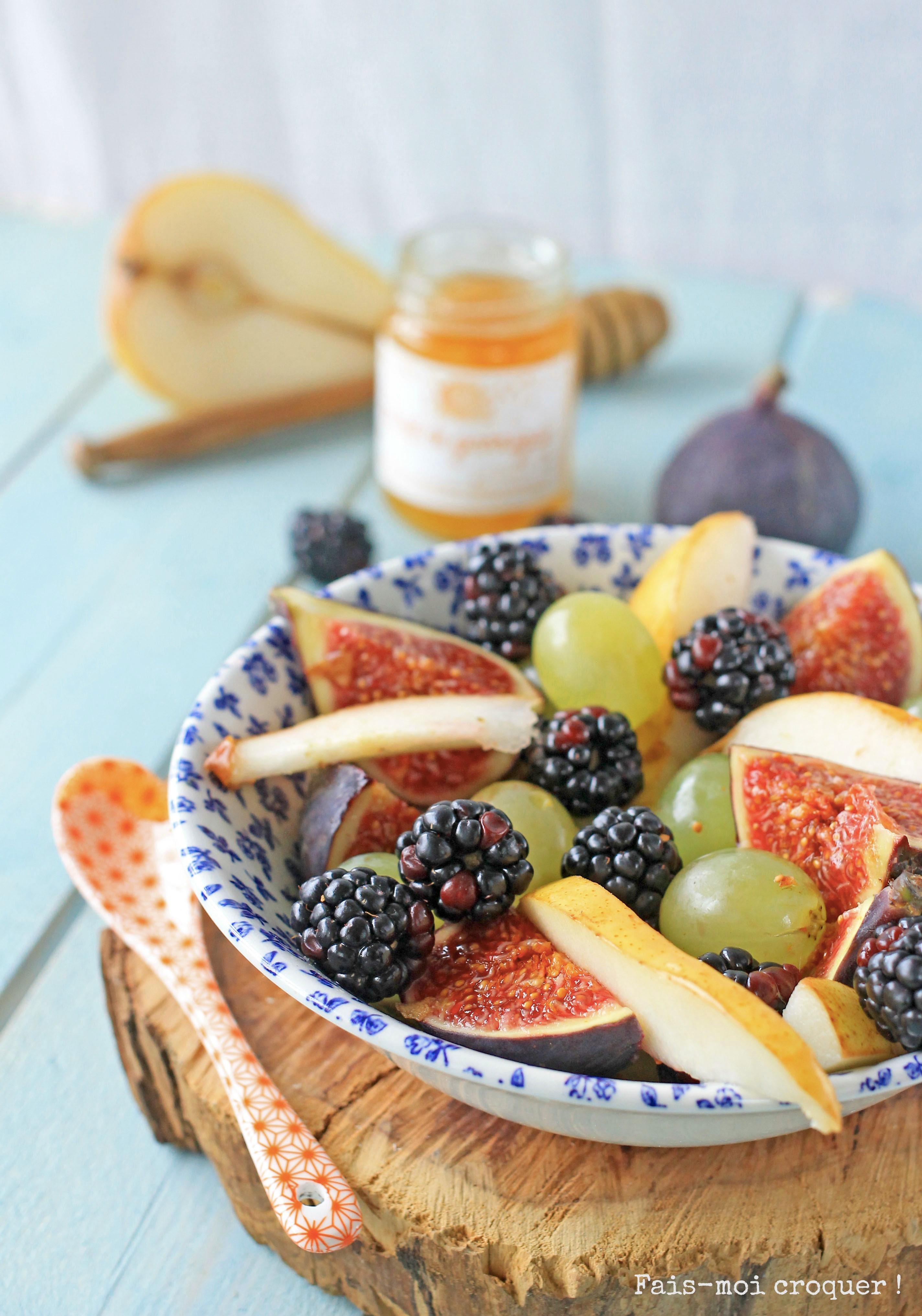 salade de fruits d'automne, figues, raisin, poire et mûres
