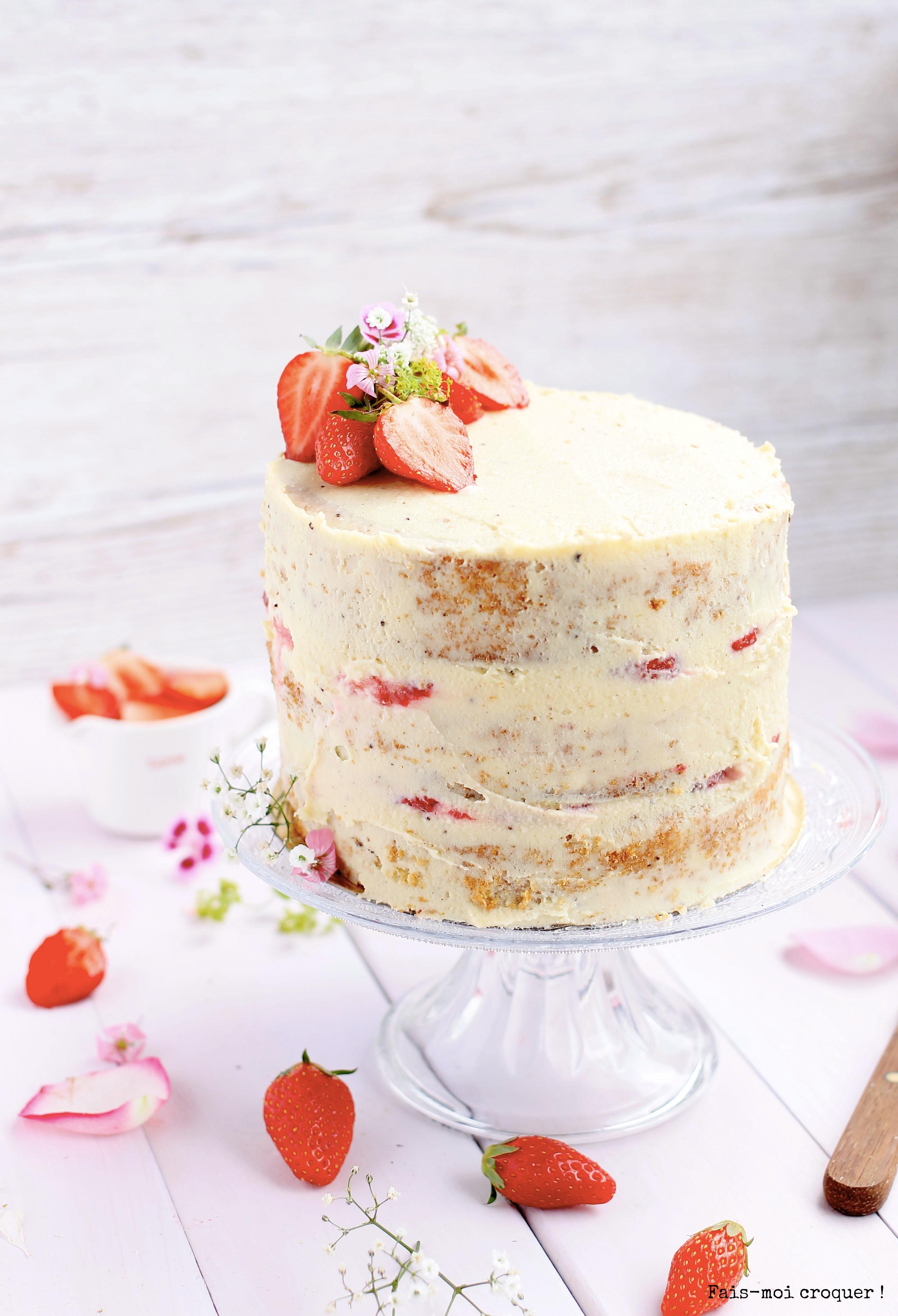 Naked cake d'anniversaire sain à la fraise